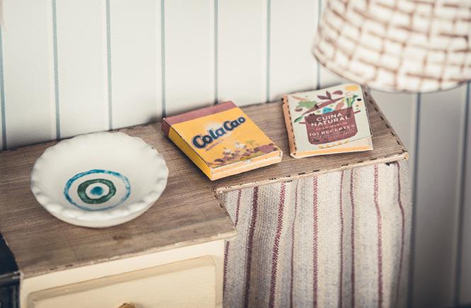 Il mio cacao per aggiungere cioccolato al mio latte ed il libro con le ricette della nonna.