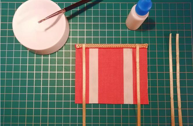 Vista de la tela principal de la cortina. Preparados para encolar los las cuerdas de la cortina.