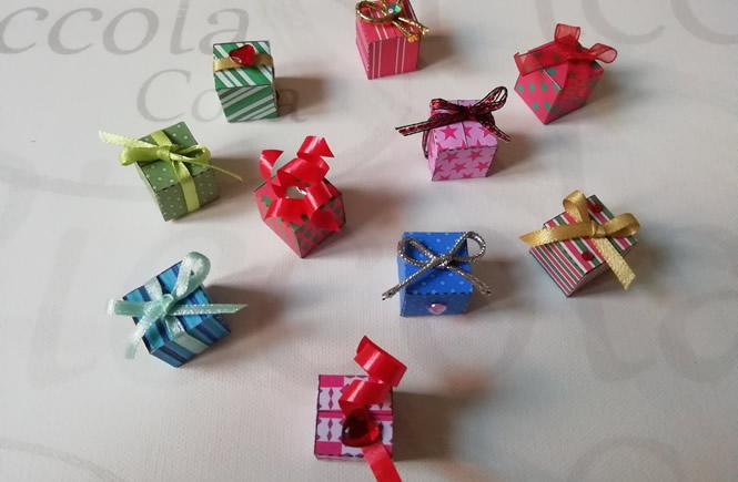 cajitas de colores decoradas con lazos